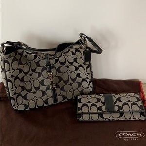 Coach purse style J1K-6091 with matching wallet